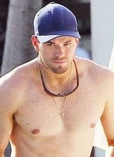Male celebrity Kellan Lutz caught nude in a pool