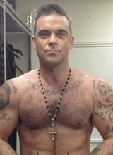 Male celebrity Robbie Williams totally nude photos