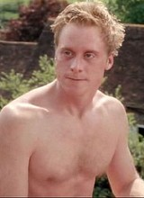 Male celebrity Alan Tudyk exposing his bare butts