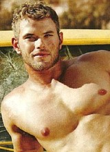 Sexy Kellan Lutz flashes huge cock through trunks