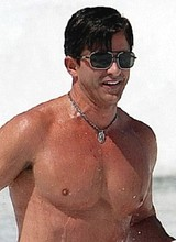 Male celebrity Robert Rey paparazzi shirtless pics