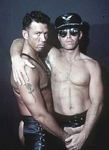 Muscle bear couple in leather rimming and pounding