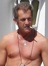 Male star Mel Gibson exposes his gorgeous bare ass