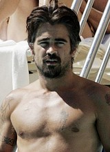 Male celebrity Colin Farrell full frontal pictures