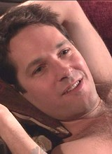 Paul Rudd poses all nude on a couch