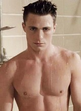 Male celebrity Colton Haynes caught nude in shower