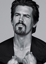 Male celebrity Josh Brolin shirtless and sexy pics