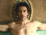 Male celebrity Robert Downey caught totally naked