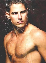 Male celebrity Sean Faris nude and underwear pics