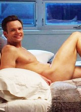 Make celebrity Joel McHale teases absolutely naked