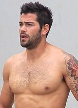 Jesse Metcalfe shirtless and shows off his bugle