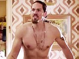 Male celebrity Steve Howey shirtless movie scenes