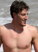 Eric Balfour shows his massive cock