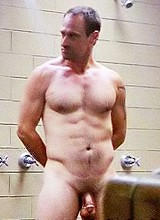 Male celebrity Christopher Meloni full frontal pix
